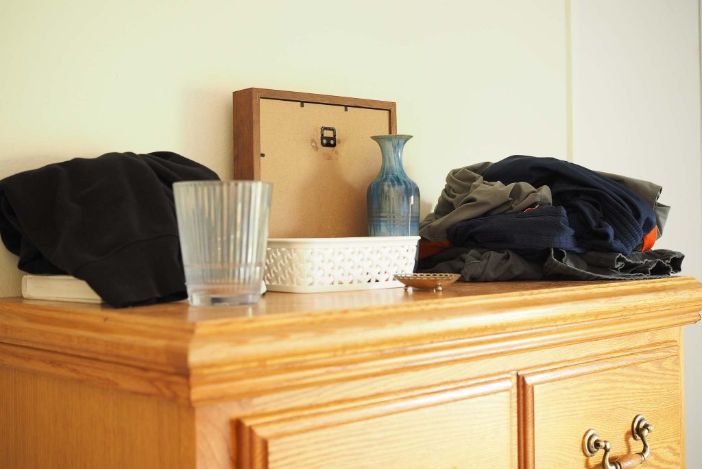 cluttered surfaces before a simple minimal life
